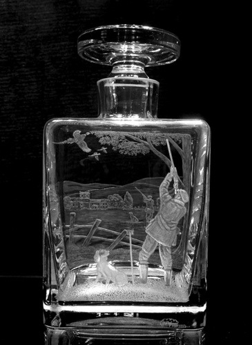 Crystal Glass Decanter with 3D Working Gun-dog Scene